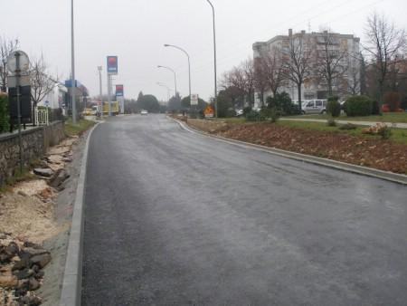 Postavljen prvi sloj asfalta na dionici od INA-e do Mercatora (galerija fotografija)