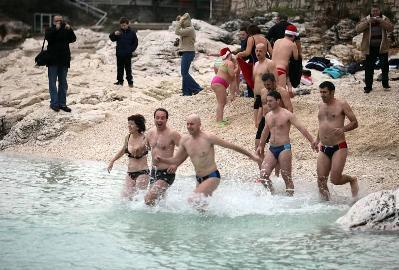 Tradicionalno novogodišnje kupanje u Rapcu