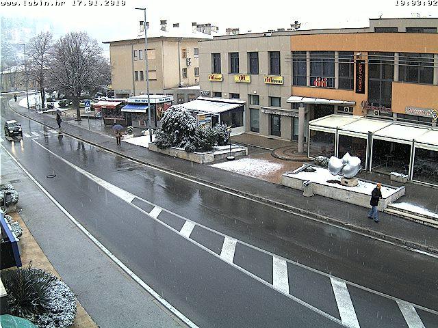 Labin ponovno zabijelio snijeg