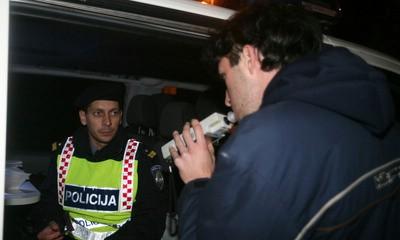 Pijani vozači tijeznili se u policijskim postajama - u Labinu za odbijanje alkotestiranja pet tisuća kuna kazne i osam mjeseci bez vozačke