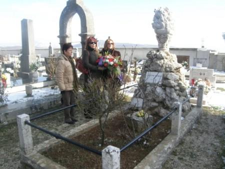 Položeno cvijeće na grobu Giuseppine Martinuzzi