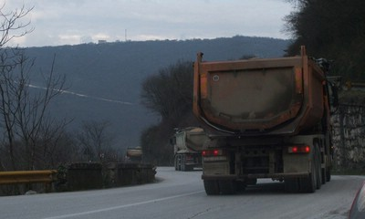 Nema novaca za sanaciju ceste prema Raši: Recesija nagrizla asfalt Barbanštine